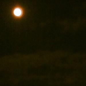 太陽みたいな満月
