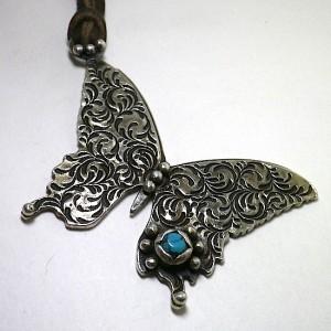 大きな蝶のネックレス