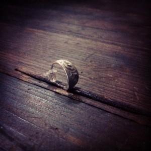 petal フープピアス 彫り入