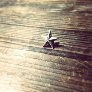 リピートご注文ありがとうございます。星のピンバッジ