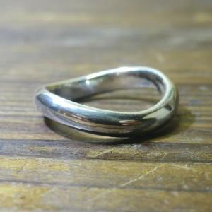 美しく着け心地の良いシンプルな手曲げのリング
