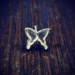 アゲハ蝶モチーフのピアス:正面