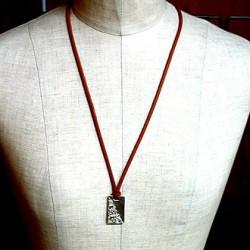 純銀手彫り唐草プレートネックレス