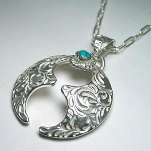 純銀手彫り唐草馬蹄ネックレス