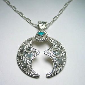 純銀手彫り唐草馬蹄ネックレス2