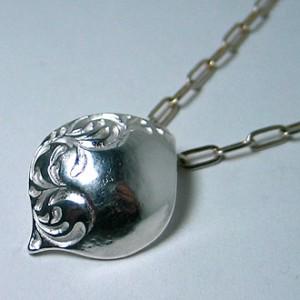 純銀手彫り唐草嘴ネックレス