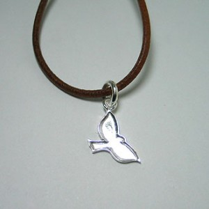 little peace fly [necklace]