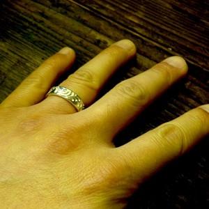 指に付けるとこんな感じです
