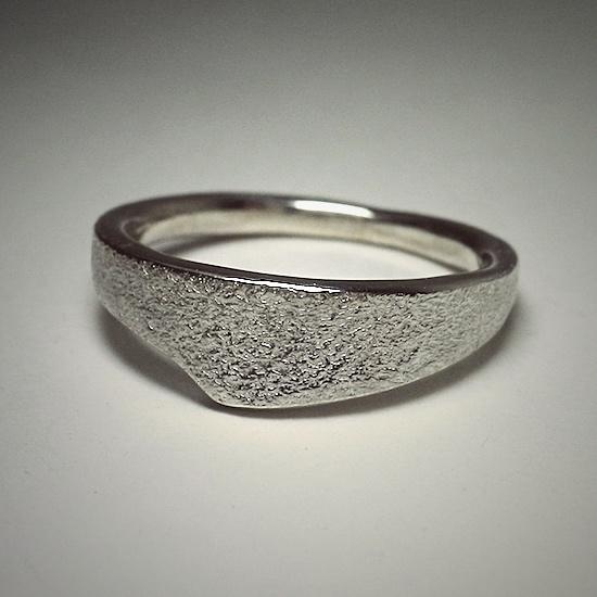 intonation ring [stone]