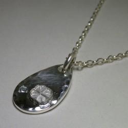 誕生石をセットした純銀メダルです