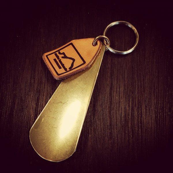 brass shoehorn (靴べらキーホルダー)